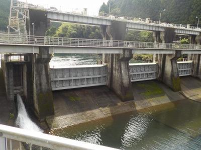 繁藤(しげとう)ダムに防錆システムが採用されました。